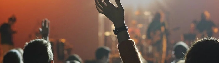 Pourquoi faut-il enlever son bracelet de festival ?